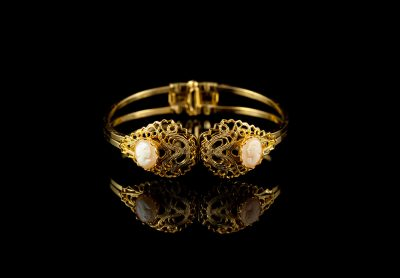 Старинный браслет с камеями