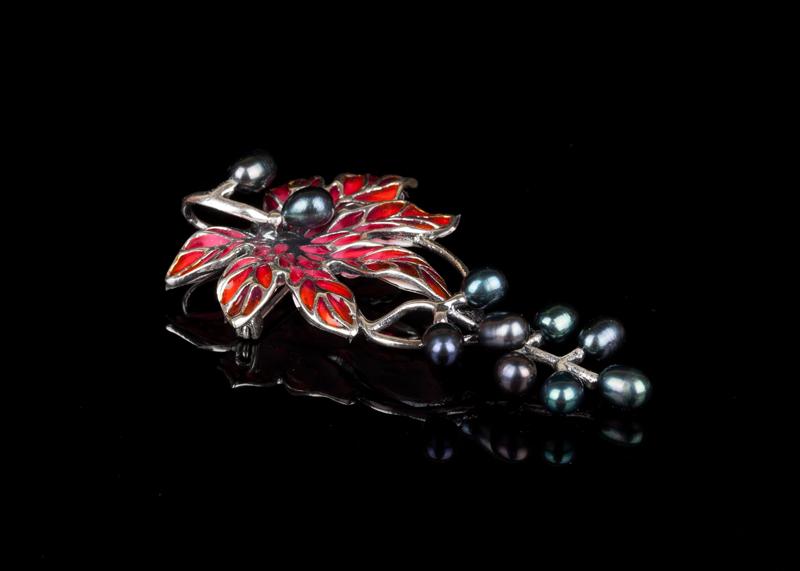 Серебряные украшения с черным жемчугом броши