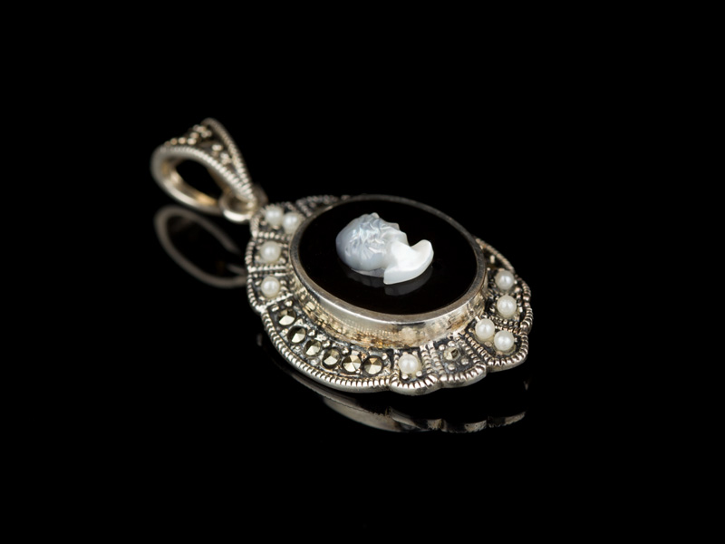 Кулон с профилем женщины серебряный