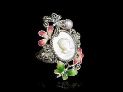 Кольцо с камеей серебряное жемчужное