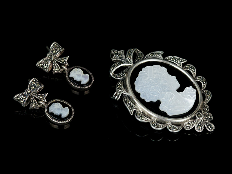 Серебряные камеи перламутр