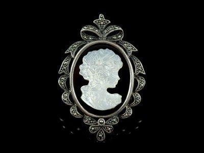 Камея старинная из капельного серебра Венера
