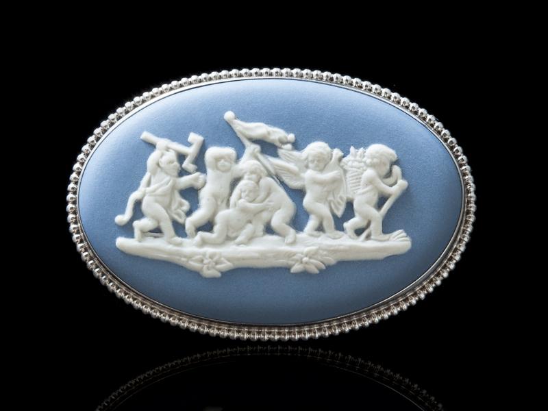 Антикварная английская брошь Wedgwood серебряная