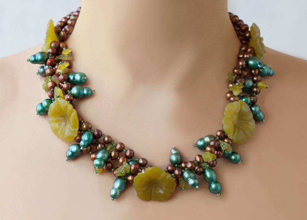 Нефритовые бусы колье ожерелье украшения нефрит