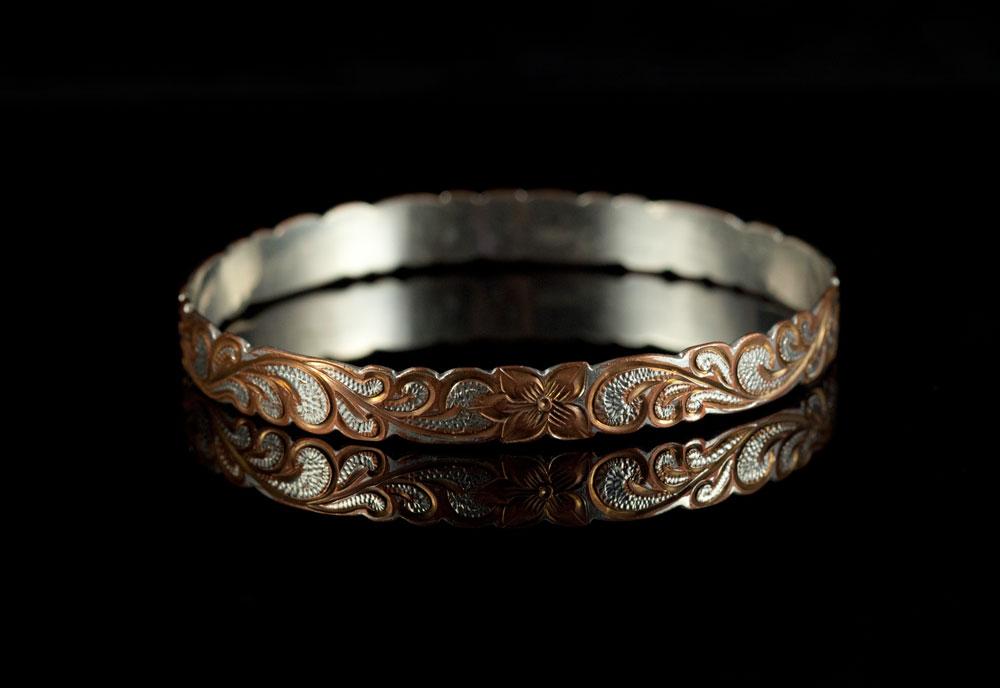Винтажный серебряный браслет чеканный