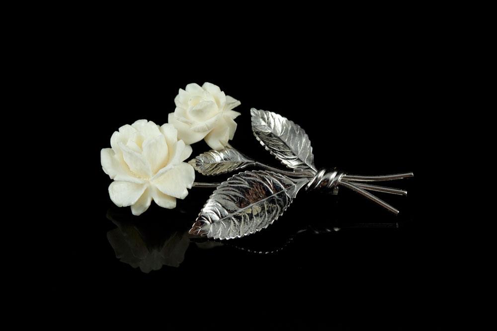 Винтажная серебряная брошь и слоновая кость