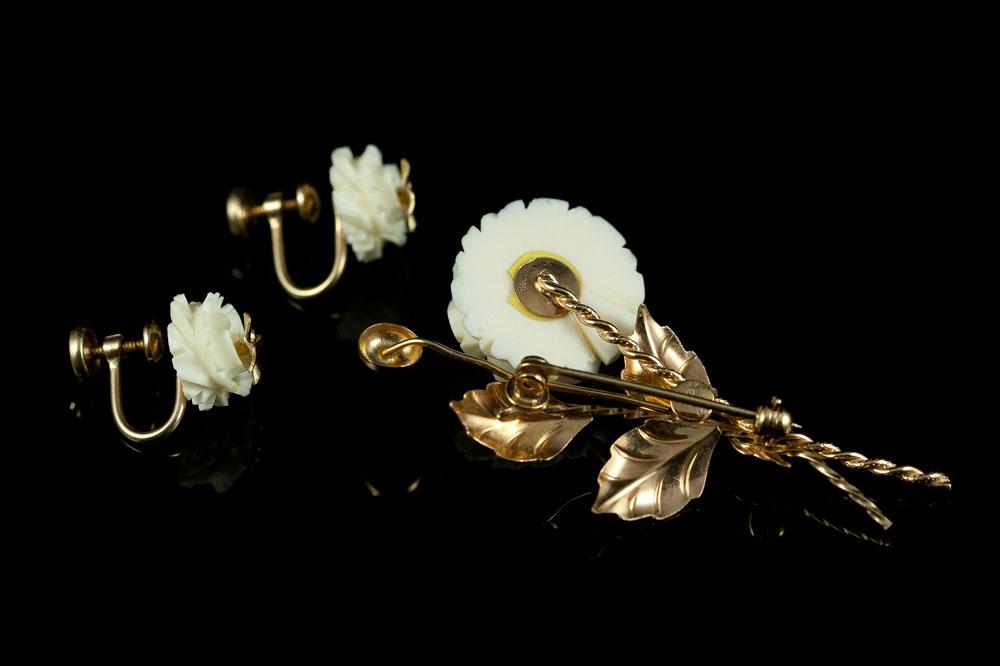 Слоновая кость брошь и клипсы с розами