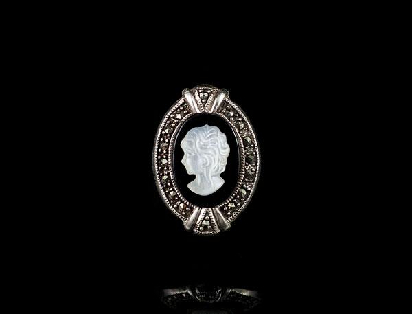 Перстень с камеей из крапленого капельного серебра
