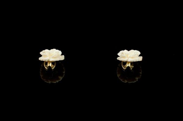 Резные розы из слоновой кости - серьги