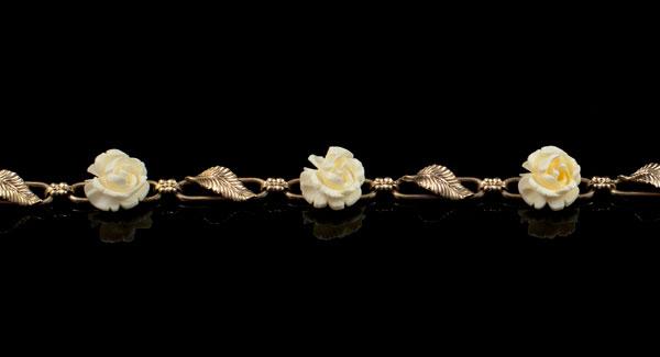 Браслет с розами из слоновой кости - США