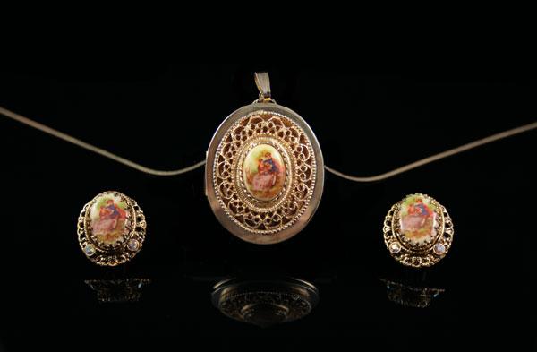 Медальон и клипсы в стиле рококо