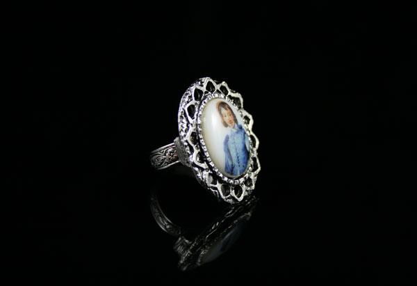 Винтажное кольцо-камея на фарфоре
