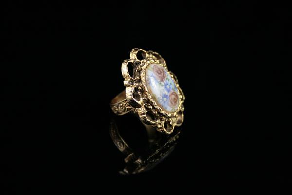 Винтажное кольцо-камея с фарфором