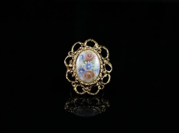 Винтажная камея-кольцо с фарфором