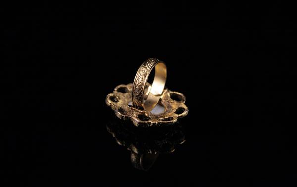 Винтажное кольцо с фарфором