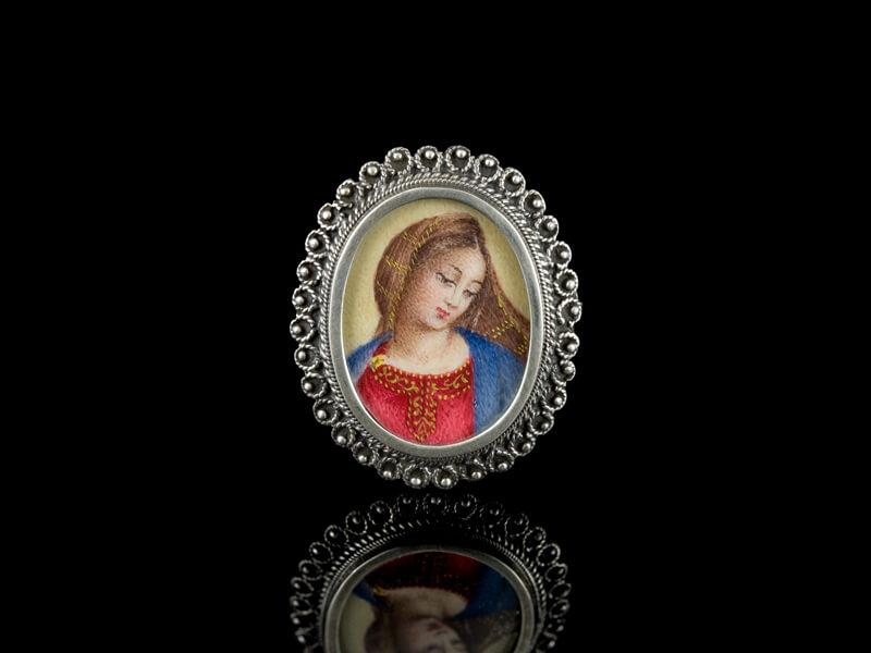Антикварная брошь кулон Мадонная серебряная