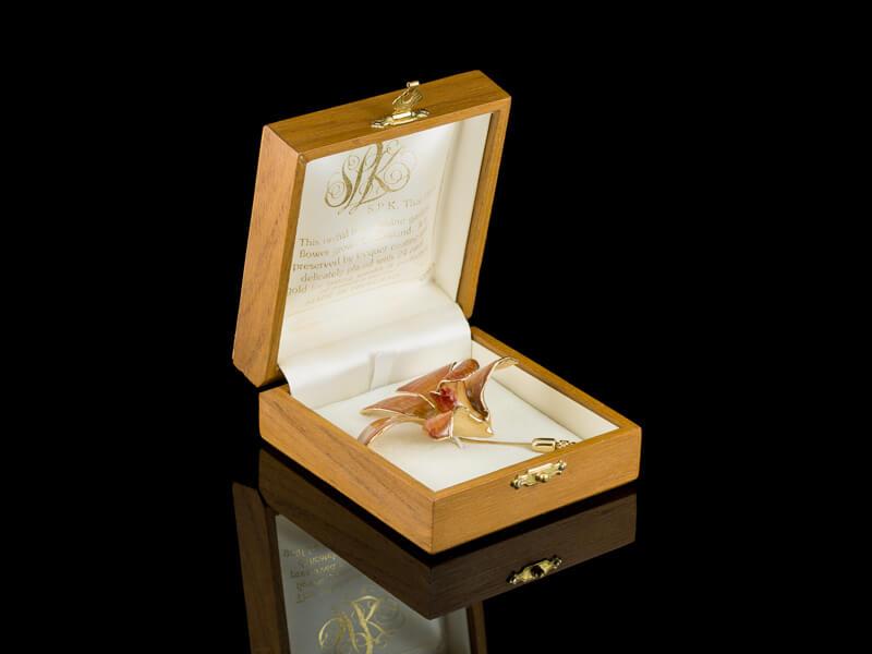 Орхидея булавка позолоченная в глазури