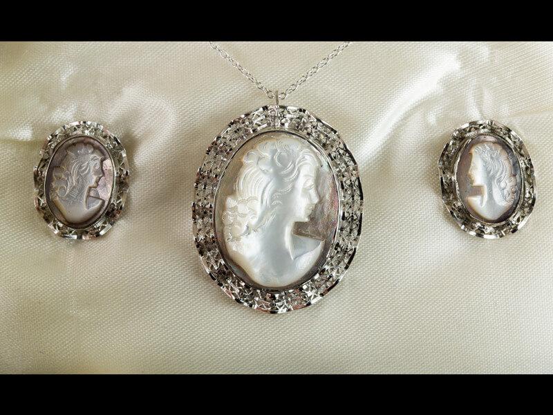 Старинные камеи из перламутра серебро профиль женский
